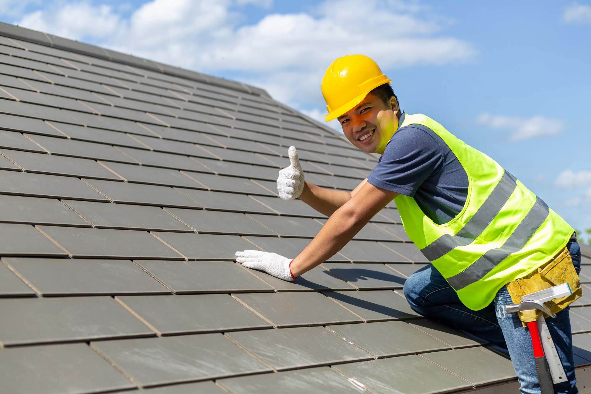 Why Should The Roofing Contractor Have An Insurance?